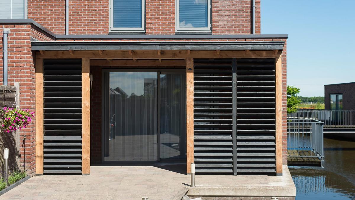 buiten shutters veranda zwart