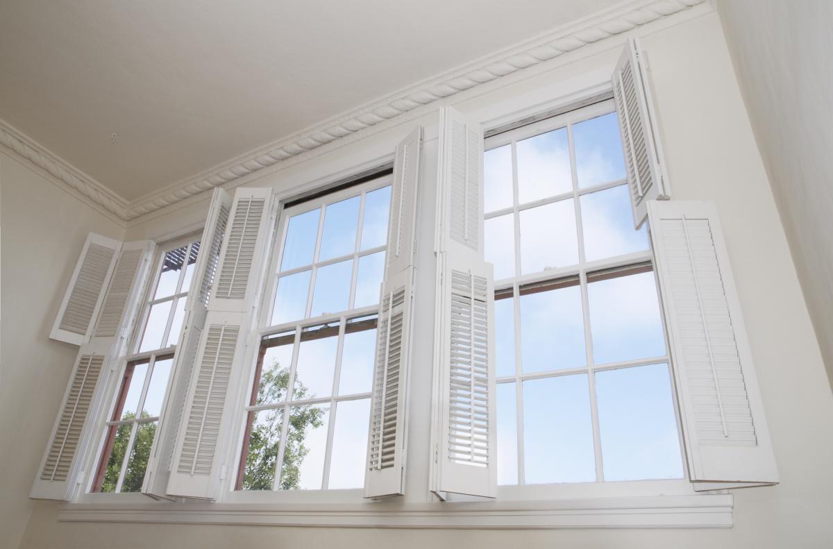 Genoeg Wat zijn de voordelen van shutters als zonwering en raamdecoratie YP35